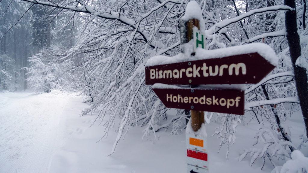 Winterwandern-Höhenrundweg-Wegweiser