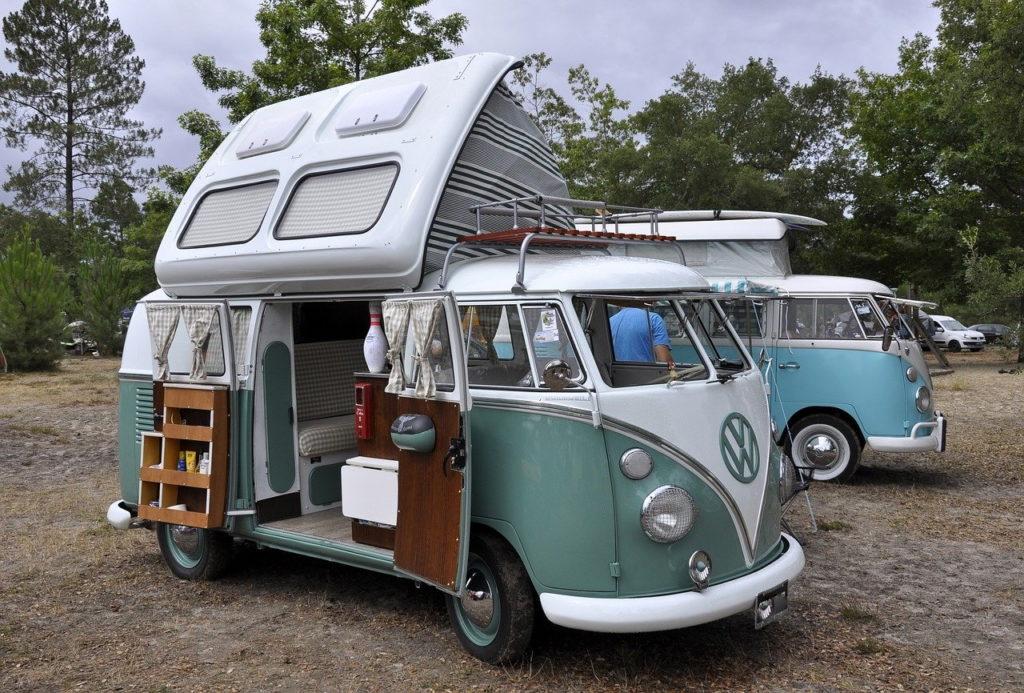 Alte VW - Bullis auf Vogelseberg - Wohnmobilstellplätze - Vogelsbergliebe